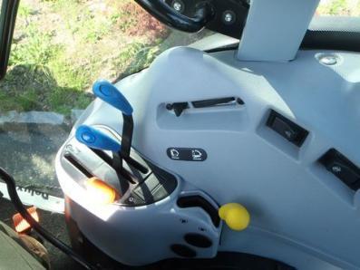 Tractor New Holland T 4020 DeLuxe - BISO Schrattenecker - Foto 6